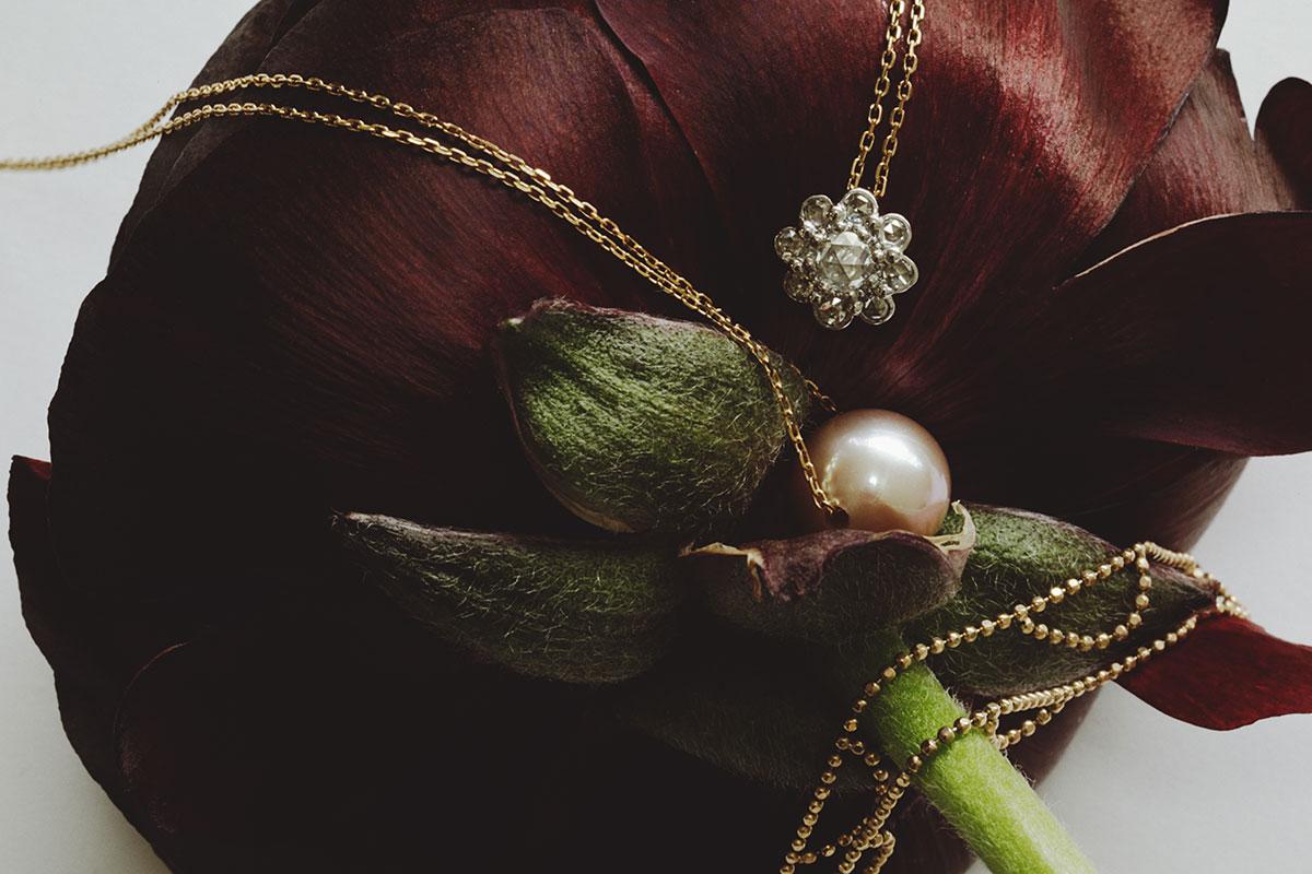 凛とした佇まいに知性が息づくネックレス | Todos